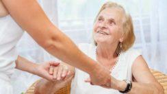 Les solutions pour améliorer le quotidien d'une personne âgée