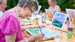 Soulager les problèmes liés à l'âge avec l'art thérapie